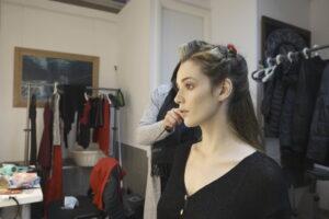 Backstage shooting moda modella